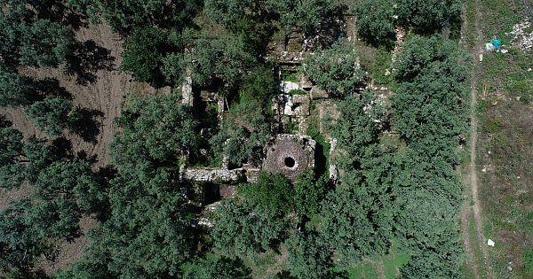Zeytinliklerin arasında unutulmuş Osmanlı'nın ilk hamamı