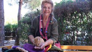 Ünlü Oyuncu Fatma Belgen, Pazarda Bere Satıyor