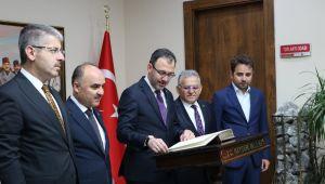 Bakan Kasapoğlu Kayseri Valiliğini ziyaret etti