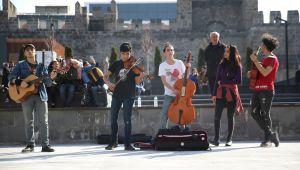 Sanatçılar Sokağı Genç Müzisyenleri Ağırladı