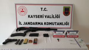 Kayseri'de kazaya karışan otomobilde silah ve uyuşturucu ele geçirildi