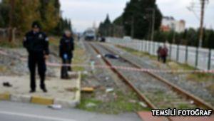 Lokomotif, tren raylarında oturan gençlere çarptı: 1 ölü, 1 yaralı