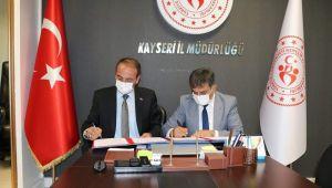 Tomarza'da futbol sahası ve spor salonu Gençlik ve Spor İl Müdürlüğü'ne devredildi