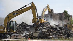 Gülük Mahallesinde tehlike arz eden metruk yapılar yıkılıyor
