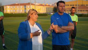 Kayserispor Başkanı Berna Gözbaşı: Bayram hocaya güveniyoruz