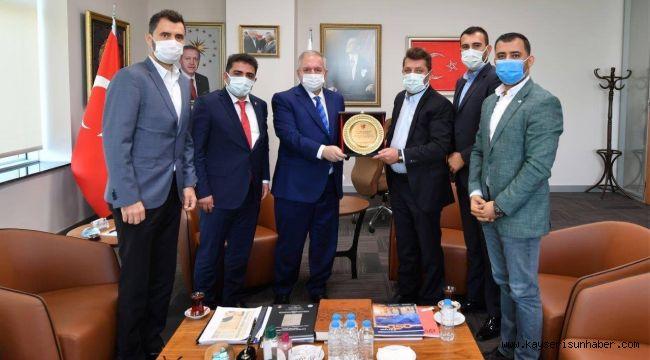 Teşhir ettikleri OSB Başkanı'na plaket verdiler!