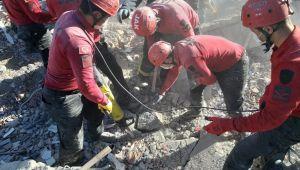 5 kişilik JAK timi deprem bölgesinde arama kurtarma çalışmalarında görevlendirildi