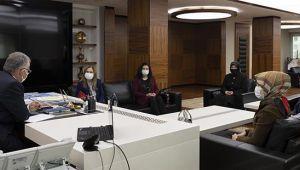 AK Partili kadınlardan Büyükkılıç'a ziyaret