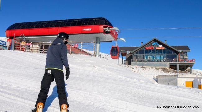 Erciyes'te kayak keyfi tüm hızıyla sürüyor