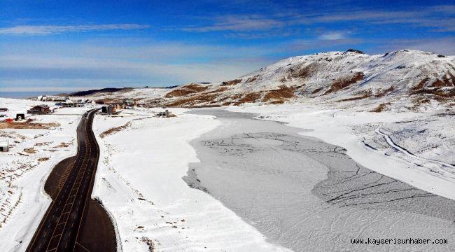 Gölet buz tuttu ortaya eşsiz görüntüler çıktı