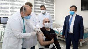 Yerli aşıda Faz-2 çalışmasının ilk dozu gönüllülere uygulanmaya başlandı