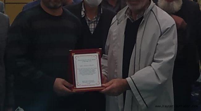 31 yıldır aynı mahallede görev yapan imama plaketli veda