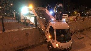 Kanala uçan kamyonetin alkollü sürücüsü yaralandı