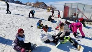 Yahyalılı çocuklar kayakla tanıştı