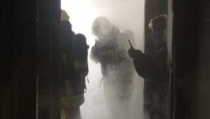 Binanın 8. katında çıkan yangın maddi hasara neden oldu