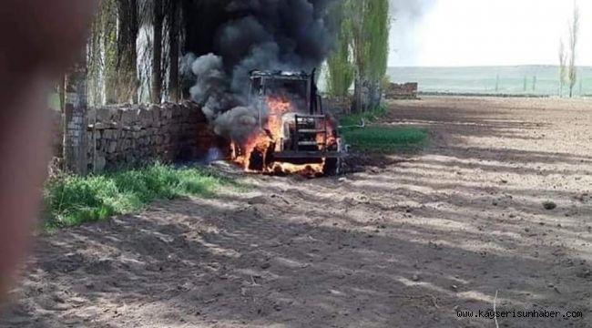 Alev alev yanan traktör kullanılamaz hale geldi