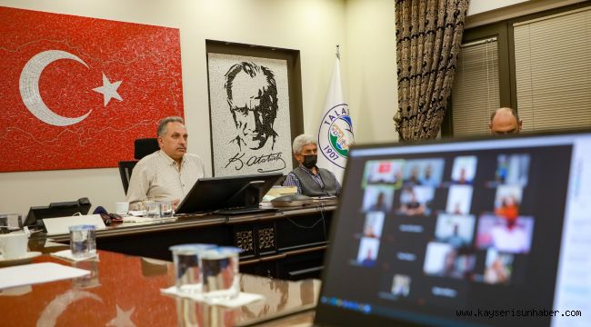 Başkan Yalçın, 'Başkan mahallemizde' ile evlere konuk oldu