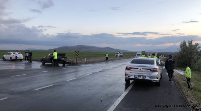 5 otomobilin karıştığı zincirleme kazada 5 kişi yaralandı