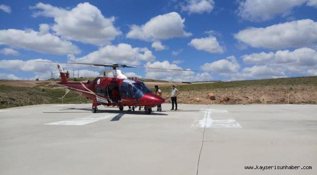 Arının sokmasıyla şoka giren adam hava ambulansı ile hastaneye kaldırıldı
