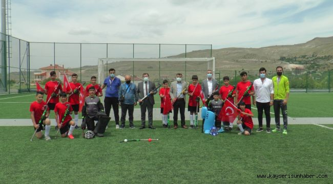 Kabakcı'dan çim hockeyi sporcularına ziyaret