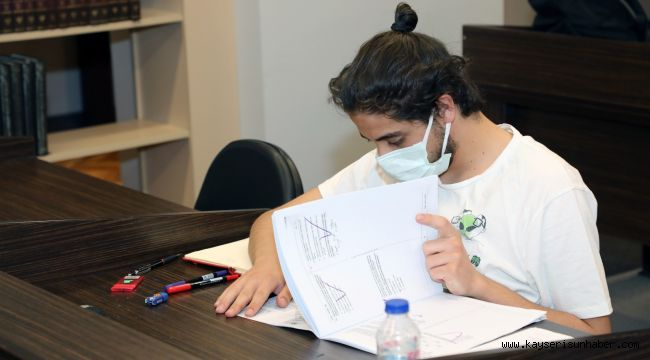 Öğrenciler sınava Talas'ın kütüphanelerinde hazırlanıyor