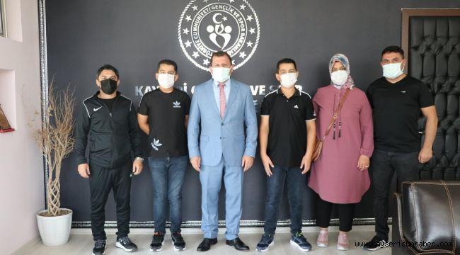 Türkiye üçüncüsü ikiz kardeşler Kabakcı'yı ziyaret etti