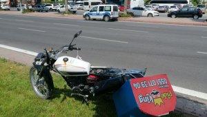 Çaldığı motosikletle kaza yapınca bırakıp kaçtı