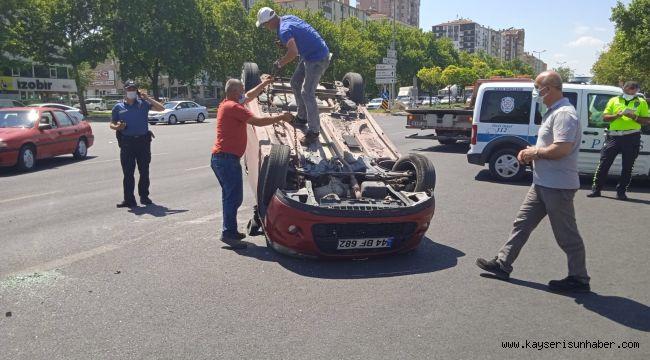 Kayseri'de otomobiller çarpıştı: 5 yaralı