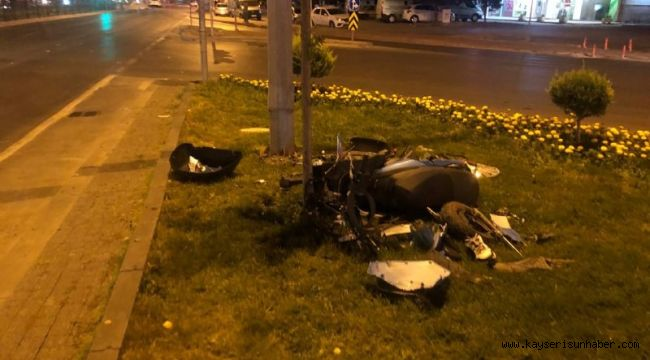Kazada parçalanan mobiletin sürücüsü ağır yaralandı