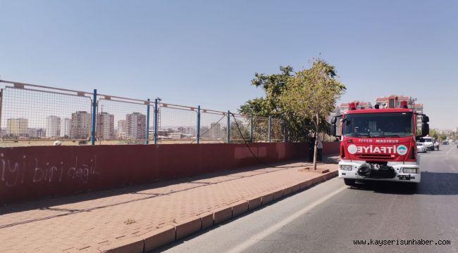 Yüksek gerilim hattına konan kargalar yangına neden oldu