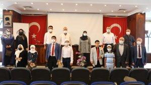 Kur'an Kursu öğrencileri 'Hafızlık ve Kur'an-ı Kerim'i Yüzünden Güzel Okuma Yarışması'nda ter döktü