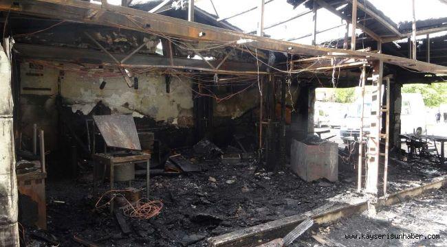 3 dükkanın küle döndüğü yangındaki hasar gün aydınlanınca ortaya çıktı