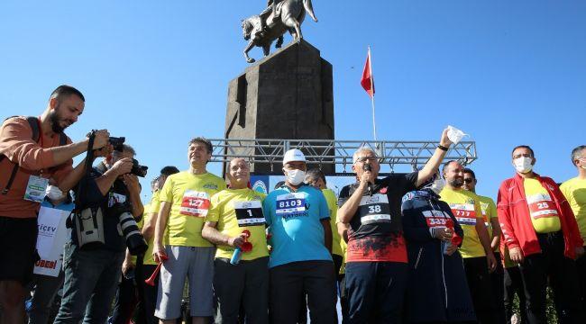 İstikbal Kayseri Yarı Maratonu şampiyon sporcuları ağırladı