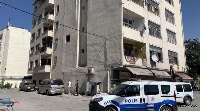 Kayseri'de 2. kattan aşağı itilen kadın yaşam mücadelesini kaybetti