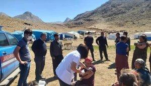 Mobil sağlık ekipleri dağ, tepe demeden vatandaşları aşılıyor