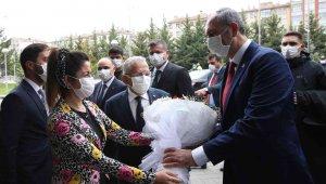 Bakan Gül Kayseri Büyükşehir Belediyesi'ni ziyaret etti