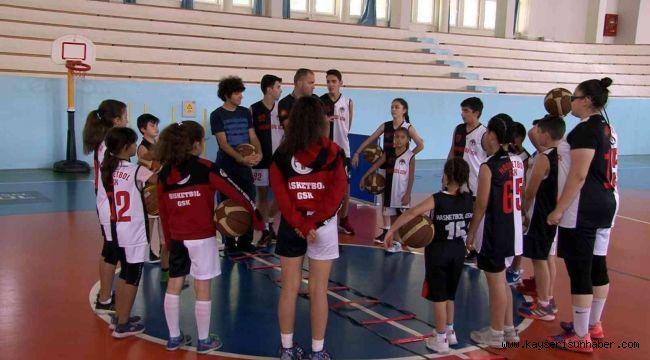 Hasketbol Kulübü'nde 42 kardeş antrenmanlarını sürdürüyor