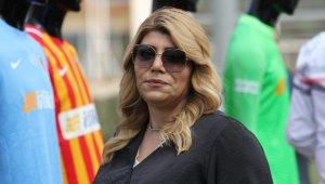 Kayserispor Başkanı Berna Gözbaşı, kadın futbol takımı aldı