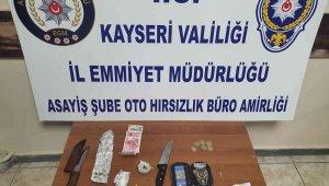 Otomobil hırsızları uyuşturucuyla yakalandı